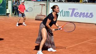 Tenis kortunda Hülya Avşar şov!
