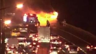 İstanbul'da seyir halindeki otobüs yandı