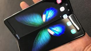Samsung'un katlanan telefonu piyasa sürüldü: 22 bin TL!