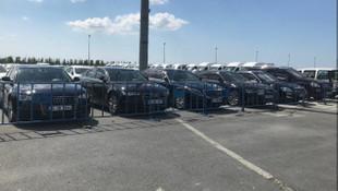 İstanbul'daki israf sergisinde lüks araçlar da yerini aldı