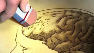 Alzheimer'ı yenmek için okuma yazma öğrendi