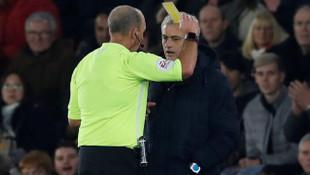 Mourinho gördüğü sarı kartla tarihe geçti