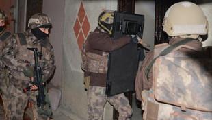 Adana'da şafak baskını: Gözaltılar var