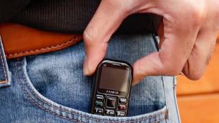 Sadece bir USB bellek kadar... İşte dünyanın en küçük telefonu