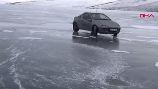Buz tutan Çıldır gölü üzerinde drift şov!