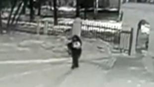 Bebeğini kar yağarken sokağa bırakıp kaçtı!