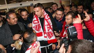 Antalyaspor'un anlaştığı Lukas Podolski kente geldi