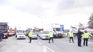 Nakliyeciler kamyonlarıyla 4 ilde yolları kapattı !