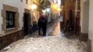 Fırtına şehir bu hale getirdi! Her yer deniz köpüğü