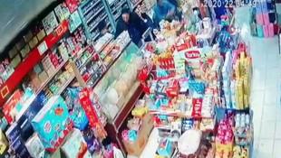 Manisa'daki deprem anı kameralara böyle yansıdı