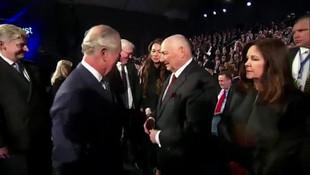 Prens Charles, Mike Pence ile el sıkışmadı