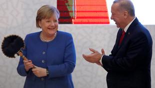 Erdoğan'ın Merkel'e dikkat çeken hediye