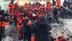 Elazığ'da depremden 17 saat sonra bir mucize daha