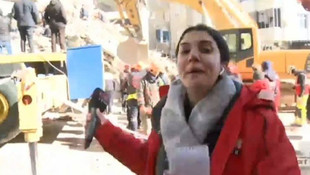 Deprem bölgesinde CNN Türk muhabirinin zor anları