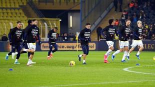 Fenerbahçeli futbolcular, 'Depremi' unutmadı