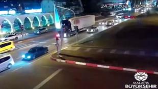 6.8'lik deprem anı MOBESE'ye böyle yansıdı !