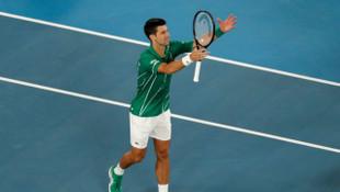 Son şampiyon Novak Djokovic, Avustralya Açık'ta son 4'e kaldı