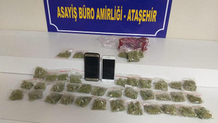 Otomobilde uyuşturucu satan şüpheliler yakalandı