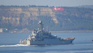 Rus savaş gemisi ''Azov'' Çanakkale Boğazı'ndan geçti