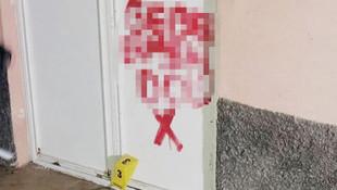 Kapıya ırkçı slogan yazan kişi bakın kim çıktı!