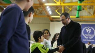 Bakan Kasapoğlu, Çatalca'da gençler ve sporcularla bir araya geldi