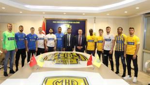 MKE Ankaragücü, 15 yeni isim için imza töreni düzenledi