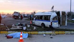 Tarım işçilerini taşıyan minibüs kaza yaptı: 1 ölü, 24 yaralı