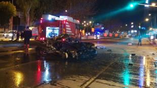 İzmir'de korkunç kaza ! Otomobilden caddeye savruldular: 2 ölü