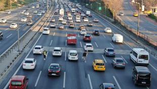 Otoyollardaki seyyar satıcıların geliri 6 bin lirayı buluyor