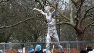 Ibrahimovic'in İsveç'teki heykeli yıkıldı