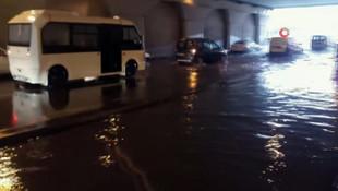 İstanbul'da altgeçit sular altında kaldı
