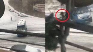 Yer: Ankara... Karda kayan minibüsten böyle atladı