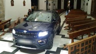 Kiliseye arabayla daldı, savunması şoke etti