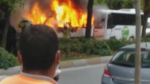 İstanbul'da servis aracı alev alev yandı!