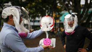 Koronavirüsten korunmak için üretilen kask görünüşüyle dikkat çekti