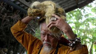 80 yıldır saçını yıkamayan adam hayrete düşürdü