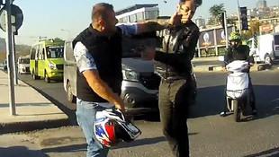 Taksici önünü kestiği motosikletliyi tokatladı