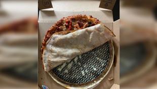 Genç şarkıcının sipariş ettiği pizzanın içinden bakın ne çıktı!