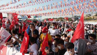 AK Parti kongresinde sosyal mesafe yine unutuldu
