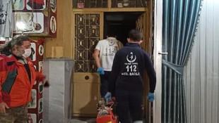 Karantinadaki oğlunun ziyarete gidemediği adam evinde ölü bulundu