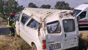 Minibüs tarlaya yuvarlandı: 5 yaralı