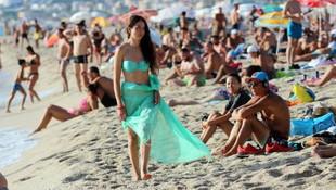 Alanya'da sahiller yaz aylarını aratmadı