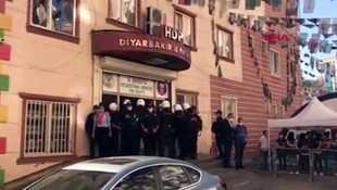 Diyarbakır'da HDP binalarına polis baskını! Gözaltılar var