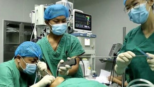 Tıp dünyasını şaşkına çeviren olay! 5 yaşındaki çocuğun boğazından çıktı!
