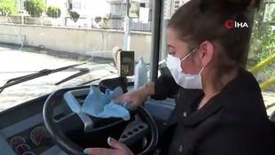 Ojeli tırnakları, topuklu ayakkabılarıyla kadın otobüs şoförleri iş başında