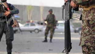 Afganistan'da askeri karakola militan saldırısı: 20 ölü