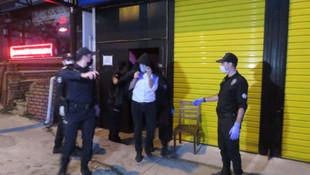 Eğlence mekanına polis baskını: 49 kişiye ceza yağdı!