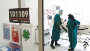 Koronavirüse yakalanan doktorlara çalışmaya devam baskısı
