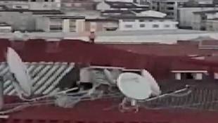 Çatıdaki bu görüntü yürekleri ağızlara getirdi