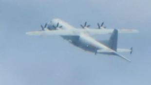 Askeri uçak sınırı aştı, savaş jetleri havalandı!